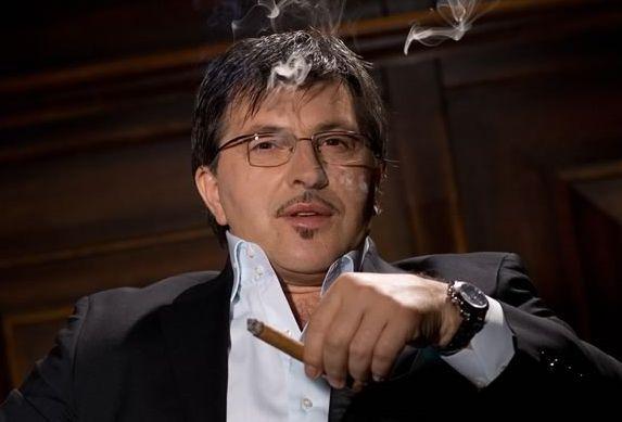 Serif Konjevic sat cigara naocale