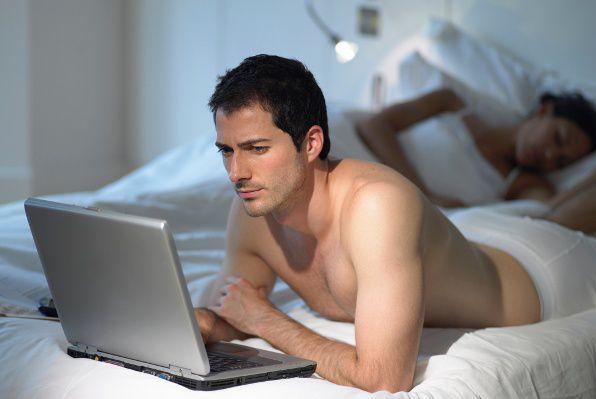 muskarac-laptop