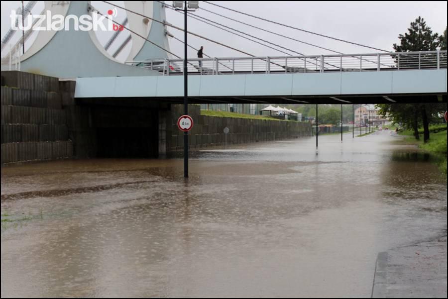 nadvoznjak-poplava-tuzla