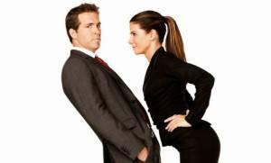 muskarac-bjezi-od-zene-brak-razvod-rasprava-zena-upravu-sef