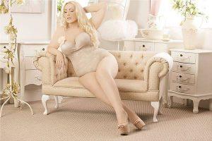 Eva-Believer-plus-size-model