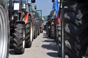 poljoprivrednici-traktor-protesti-poljoprivrednika