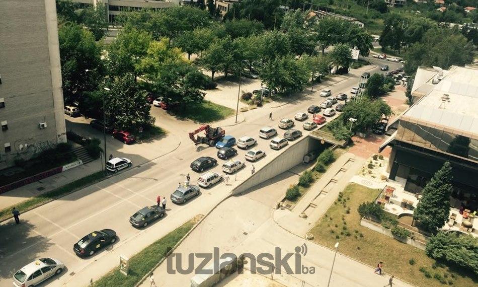 taksisti-tuzlanski-protestna-voznja