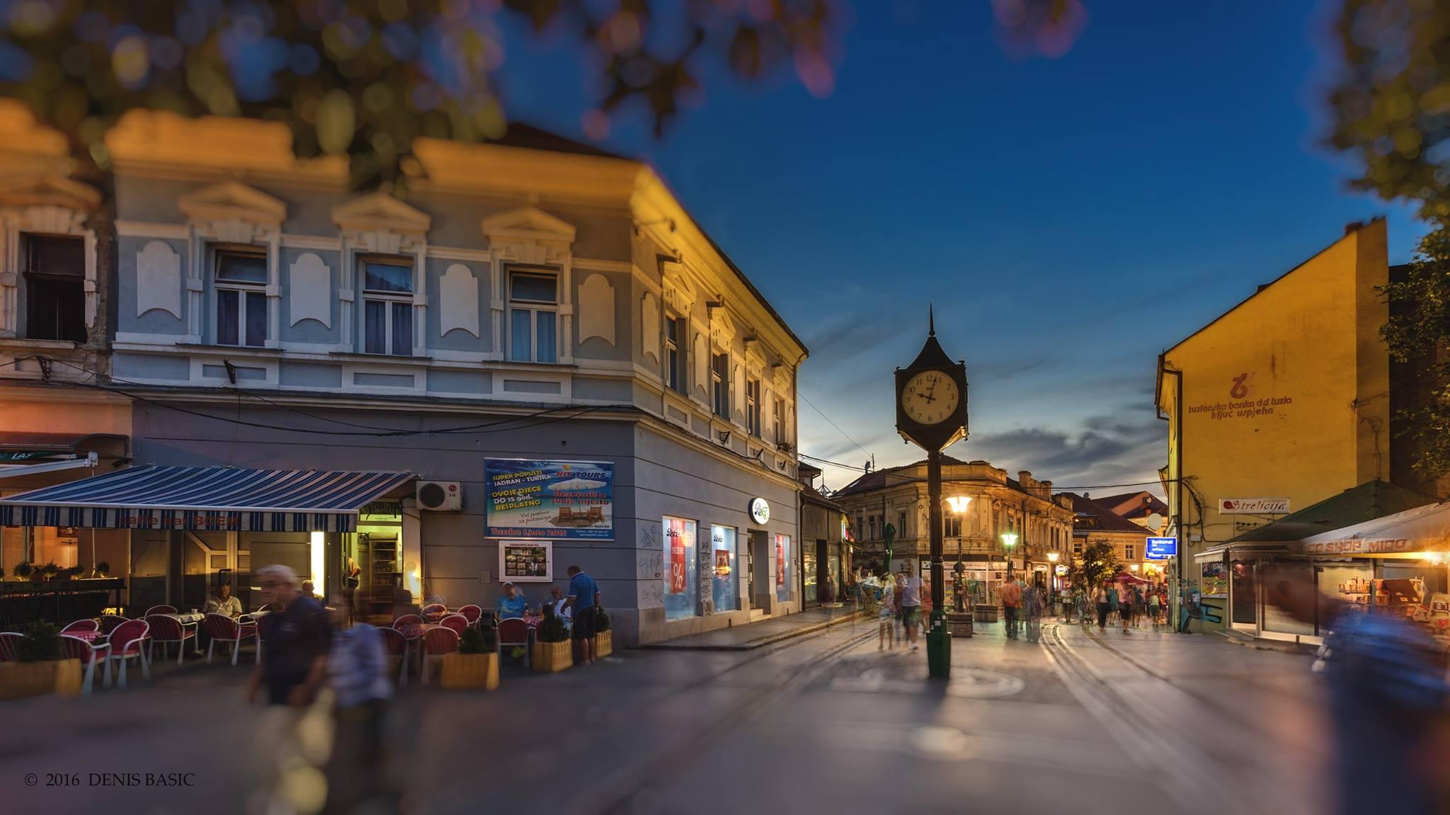 Tuzla: Korzo u večernjim satima (Foto: Denis Bašić)