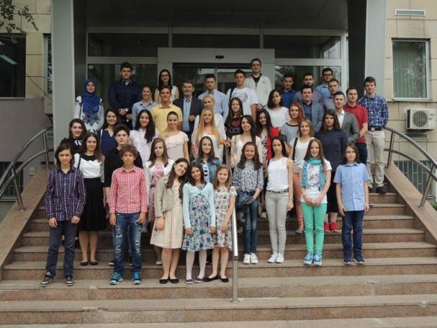 uprilicen-prijem-za-dobitnike-nagrada-za-najbolje-ucenike-studente-i-sportiste-u-skolskoj-2015-2016-godini002-20160622