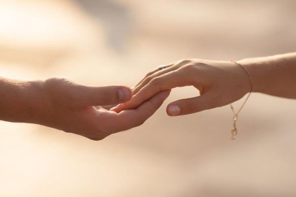 drzanje-za-ruke-veza2