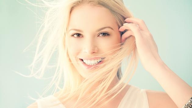 lijepa-zena-lice-osmijeh-kosa