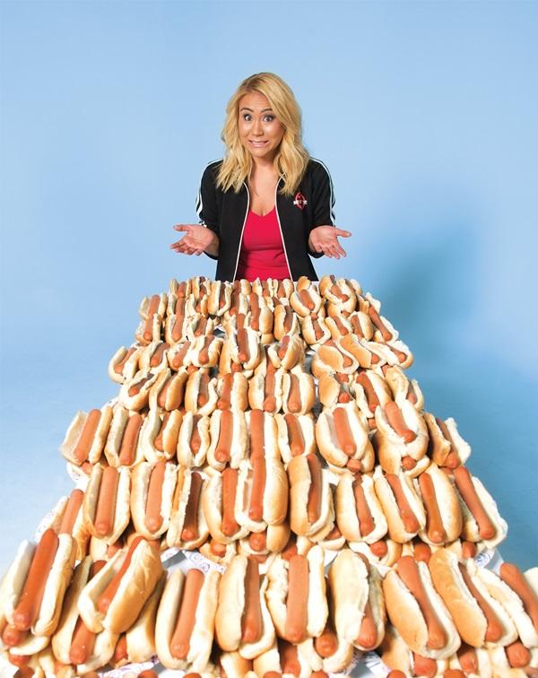 miki-sudo-hot-dog2