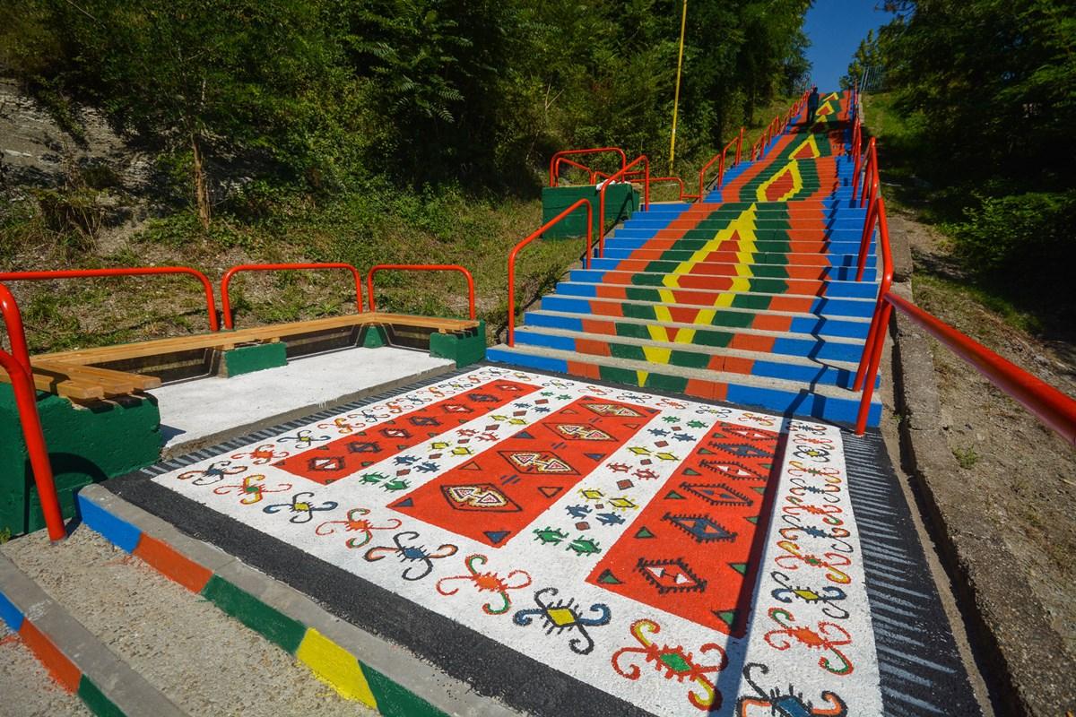 Tuzla: Vesele stepenice na potezu Bulevar-Gradina