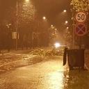 Nevrijeme pogodilo Zanicu: Vjetar obarao stabla, kiša poplavila saobraćajnice (FOTO)