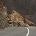 Stijena pala na cestu u kanjonu Ugra (FOTO)