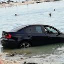 BMW u Splitu jučer se okupao u moru: 'Kad je faca pa mora BMW-om na plažu'