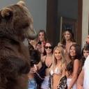 Poznati milioner doveo medvjeda na zabavu, fanovi ga prozvali zbog toga