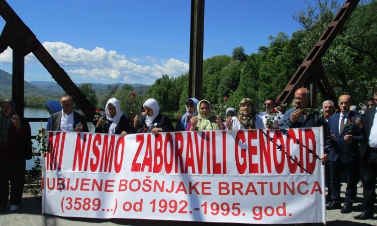 Slikovni rezultat za Preživjeli Bratunčani nikada neće zaboraviti genocid