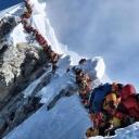 Fotka zbog koje se gine: Na Everestu gužva kao na plaži