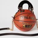 Umjetnica pravi tašne od košarkaških lopti