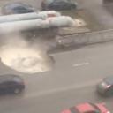 U samo nekoliko sekundi urušio se asfalt pa na cesti nastao 'jacuzzi'